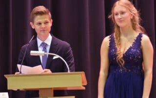 Der Mit-Jahrgangsbeste Moritz Wosch und Abiturientin Ella Würdisch hielten die Schülerrede.